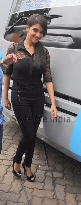 Asin Thottumkal vamps it up in lace at Mehboob Studios promoting Bol Bachchan http://shar.es/s8I1q