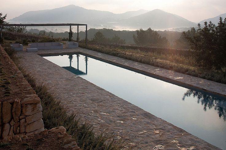 Современный дизайн бассейна в загородном доме - Фото 8
