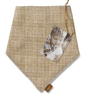 Modern linen cross hatch bring sofistication to breakfast, lunch or dinner!  Provides lots of coverage to keep baby's clothes clean and dry!