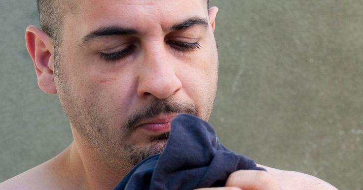 Causas de olor a quemado en tu secadora. El olor a quemado en tu secadora de ropa puede significar un problema sencillo, fácil de reparar, o algo mucho más serio. De hecho, los problemas en las secadoras con frecuencia son motivo de incendios, según señala Dryer Help. Por ese motivo, es importante que identifiques y resuelvas cuanto antes cualquier problema que genere un olor a quemado ...