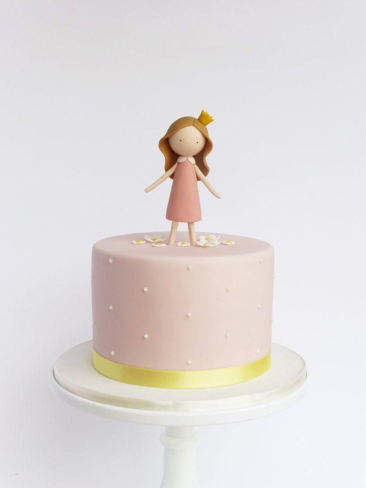 Um bolo feito à medida de uma verdadeira princesa!   A cake fit for a princess!     ♥︎