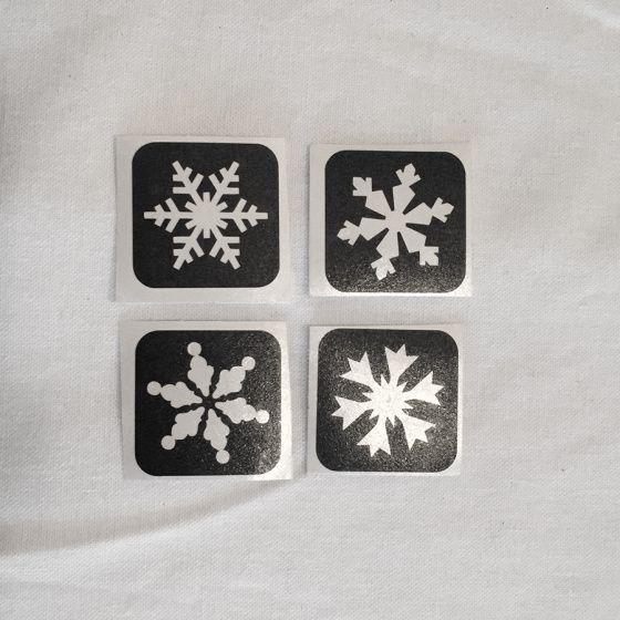 Mini sneeuwsterren glittertattoo. Leuk voor in de winter, met kerstmis of met een #Frozen feestje.  Deze sjablonen zijn 3,2 x 3,2 centimeter groot.