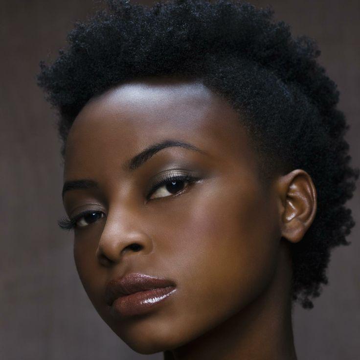 Estilos de maquiagem para pele negra