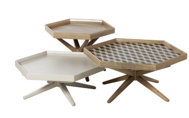 A mesa de centro Melina, da Dall Móveis,  é um conjunto de mesas de cento feitas em madeira canela, com detalhes em MDF impresso no formato de ladrilhos hidráulicos . Foto: Divulgação