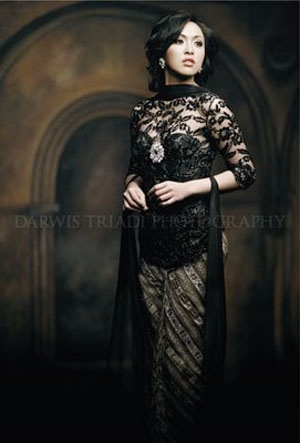Darwis Triadi Maestro Photographers : Angelina Sondakh Miss Indonesia Batik Fashion Photography