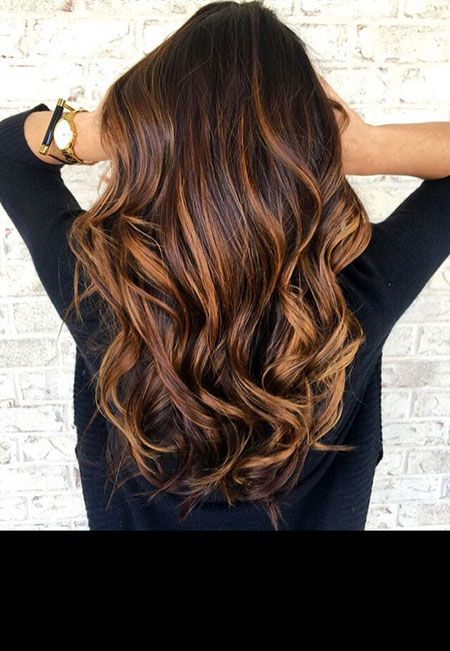 23 Balayage lange lockige Haarfarbe