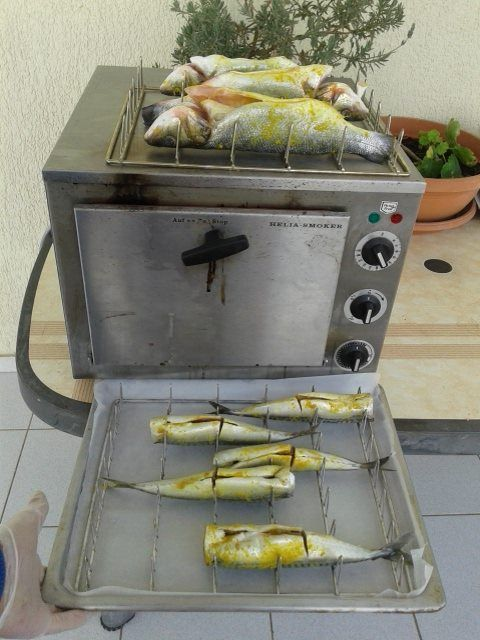 Φούρνος καπνίσματος Σκοπελίτης Σπύρος φούρνοι καπνίσματος Helia Smoker Gr καπνιστά ψάρια με φυσικό πριονίδι καπνίσματος http://www.smartkitchenshop.eu/component/virtuemart/fournoi/fournoi-kapnismatos/foyrnos-kapnismatos-helia-24-detail?Itemid=0