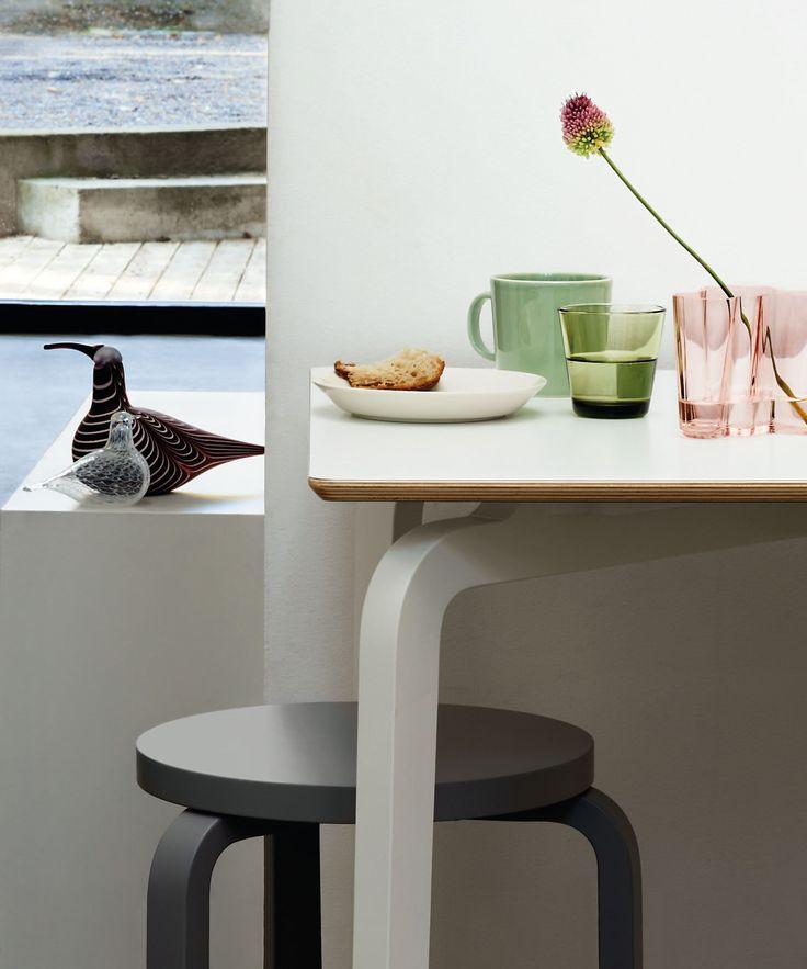 Salmon pink Aalto vase and Artek 60 stool combo!