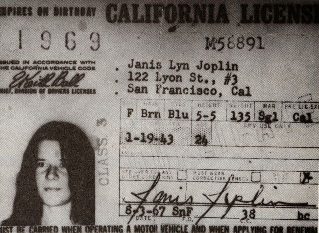 It's easy to forget that celebrities are real people, especially ones that were before our time. But these vintage driver's licenses of cele...