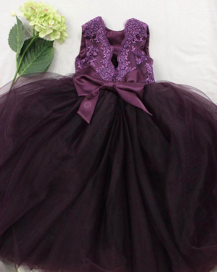 Если не боятся и отойти от стандартных цветов ,то можно получить такое роскошное платье.💜 Верх из итальянского кружева - расшит бисером, невероятно пышная юбка из мягкого еврофатина. Ну а цвет😍... королевское, изысканное платье - других слов и нет)  Пусть ваши крошки будут самыми шикарными на всех праздниках💜💜😈