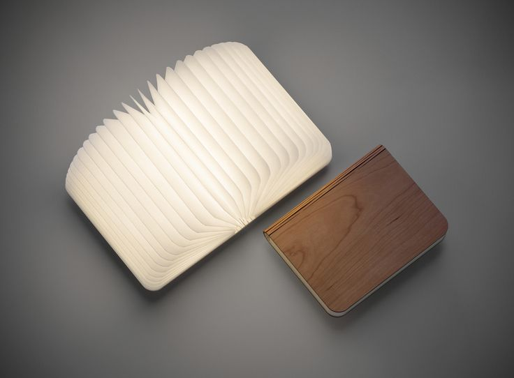 Who said that the pleasure of leafing through pages is dead? There is the Folding Book Lamp by Lumio.