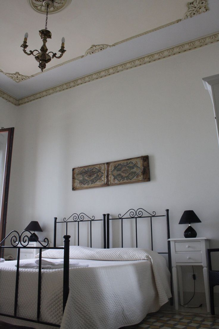 Capitano #Suite is constituted by two interconnected rooms, ideal for four people. Decorated with pieces of an ancient #sicilian cart, these rooms have a suggestive frontal view of the #Trapani port to appreciate to the best of the sight of #Egadi Islands and Colombaia #Castle www.bebtrapanilveliero.it