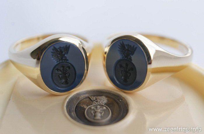 Signet+ring+(www.signetring.eu+|+www.zegelring.info)+-+Gouden+dameszegelringen+met+donkere+blauwlagenstenen+en+damesgravure+(www.zegelring.info)