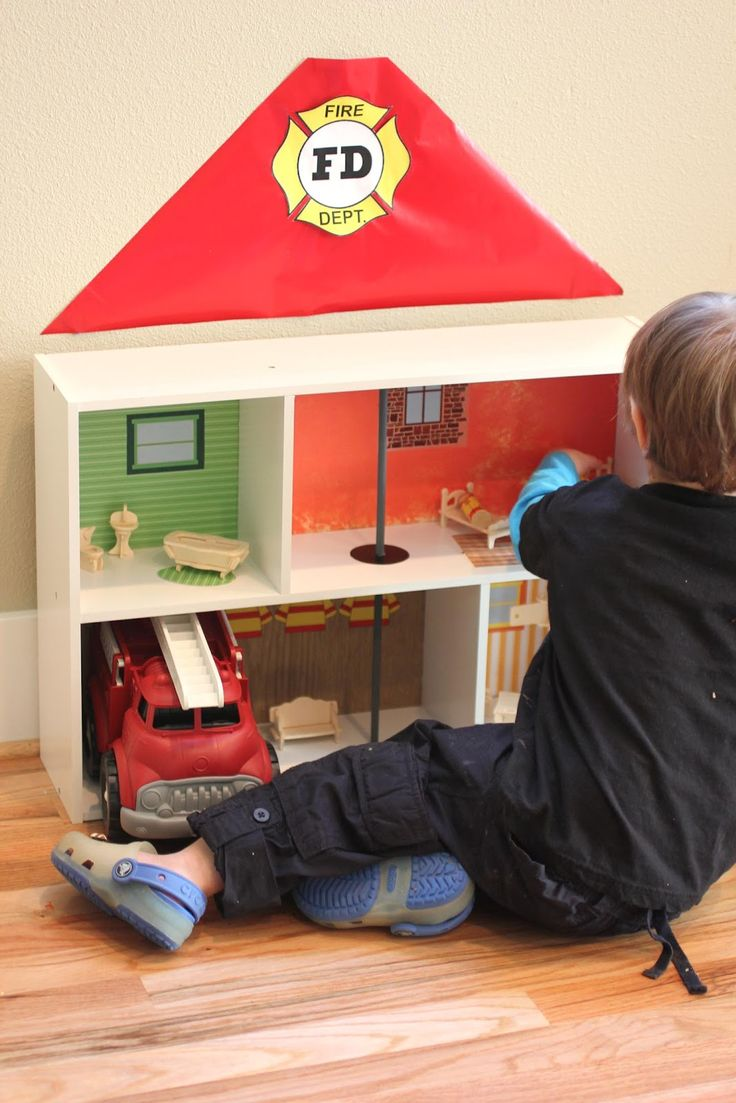 Repeat Crafter Me: Bookshelf Fire Station
