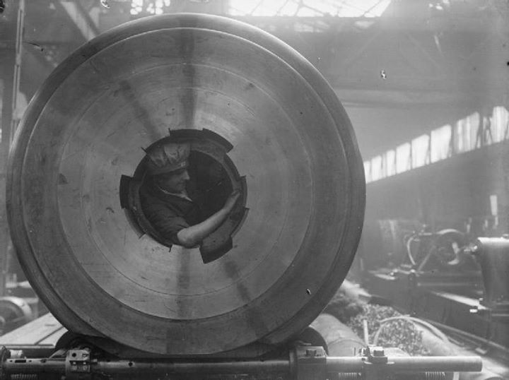 Female worker cleaning the rifling of a BL 15 in gun Coventry Ordnance works England United Kingdom 1914-1918.