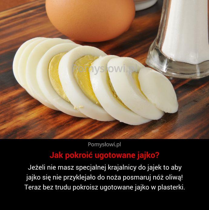 Jeżeli nie masz specjalnej krajalnicy do jajek to aby jajko się nie przyklejało do noża posmaruj nóż oliwą! Teraz bez ...