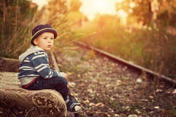 Te explicamos las características, síntomas y tratamientos del autismo infantil, así como los pasos a realizar para mejorar la calidad de vida del niño autista