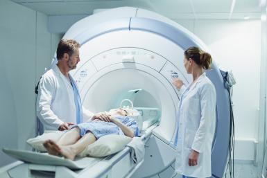 Resonancia magnética (RM) del corazón: usos y riesgos: La resonancia magnética cardíaca permite obtener una imagen detallada del corazón y sus estructuras.