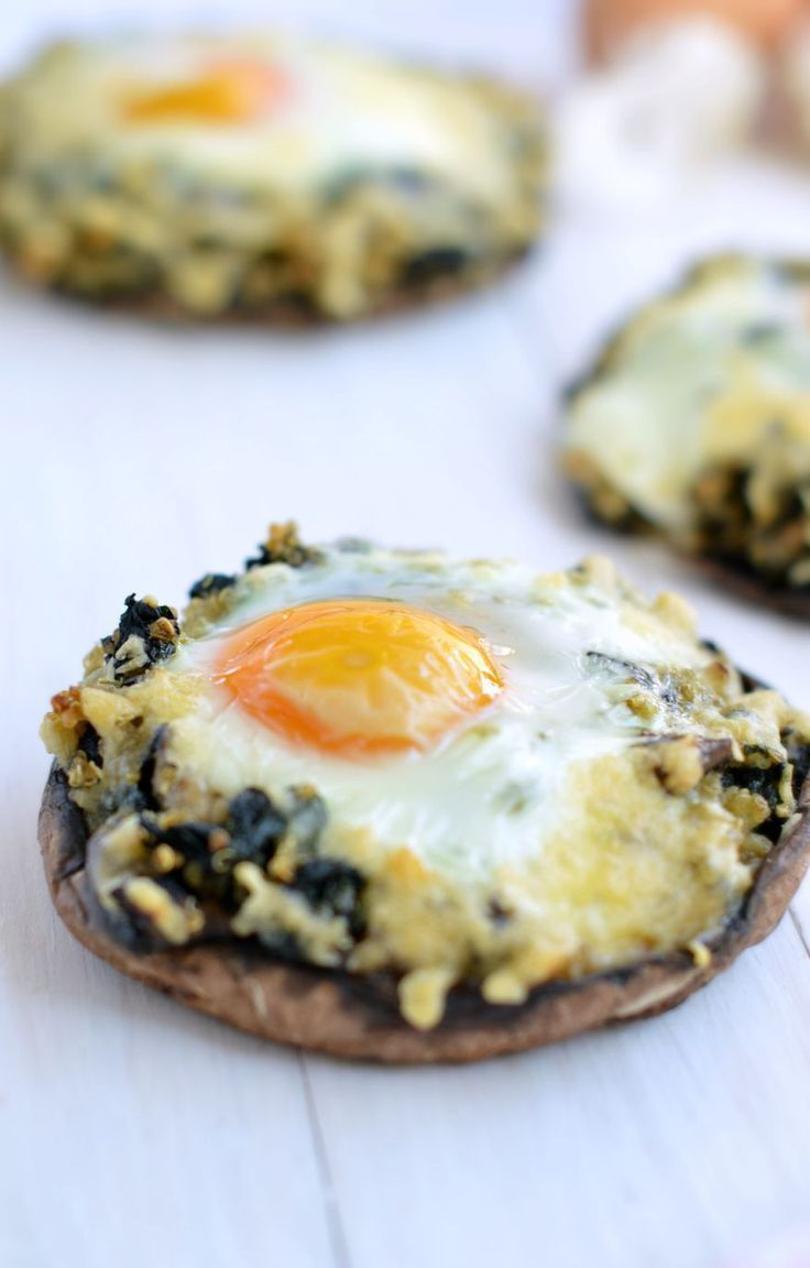A light dinner or low carb breakfast ? it is up to you ! Those Stuffed Kale & Quinoa Portobello Mushrooms are topped with grilled goat cheese and half cooked eggs. A delicious and easy dinner inspired by my mum french Stuffed King Bollet recipe. #recipe #