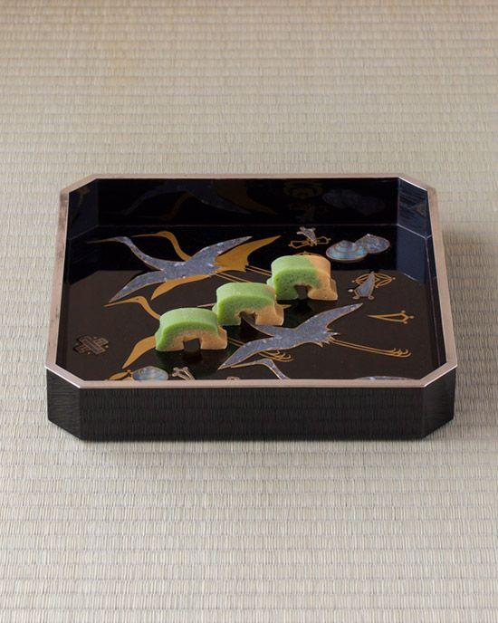 Japanese Sweets, 菓=洲浜/植村義次(京都) 器=宝尽し蒔絵硯蓋 神坂雪佳下絵・神坂祐吉作 大正時代