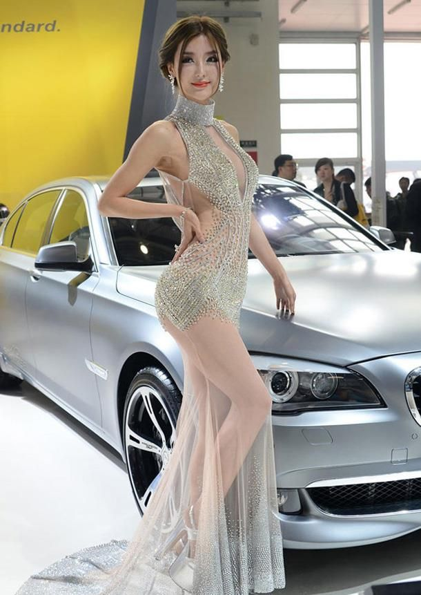 Li Ying Zhi diamond-studded dress at the Beijing Auto ShowAuto Show, Beautiful Women, Gorgeous Diamonds, Asian Beautiful, Diamonds Studs Dresses, Beautiful Models, Diamonds Gowns, Diamonds Transparent, Beijing Auto