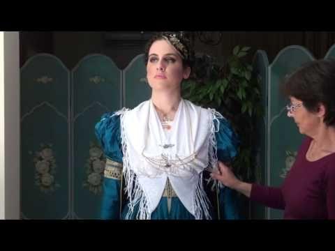 Το στόλισμα της νύφης με την παραδοσιακή Λευκαδίτικη φορεσιά 22/04/2014 - YouTube