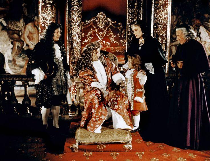 """""""Si Versailles m'était conté"""" (1954, dir. Sacha Guitry)- Sacha Guitry (Louis XIV) and Mary Marquet (Mme. de Maintenon)"""