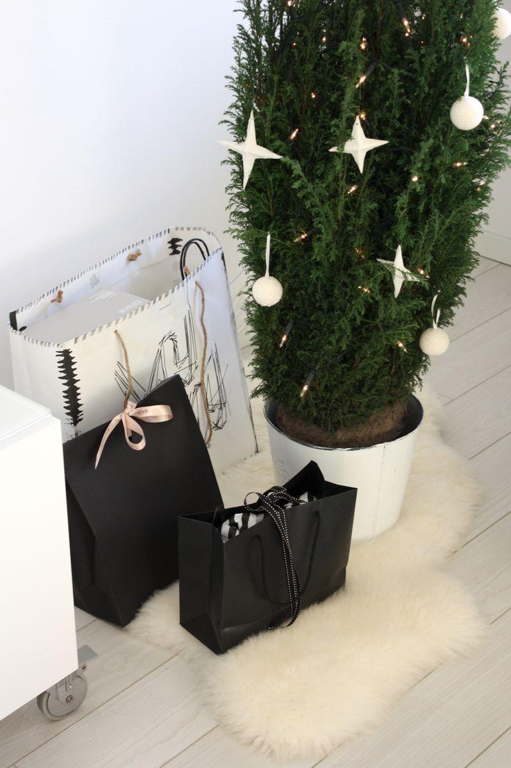 Homevialaura | little christmas tree | christmas cypress | sheepskin | white christmas ornaments | christmas presents