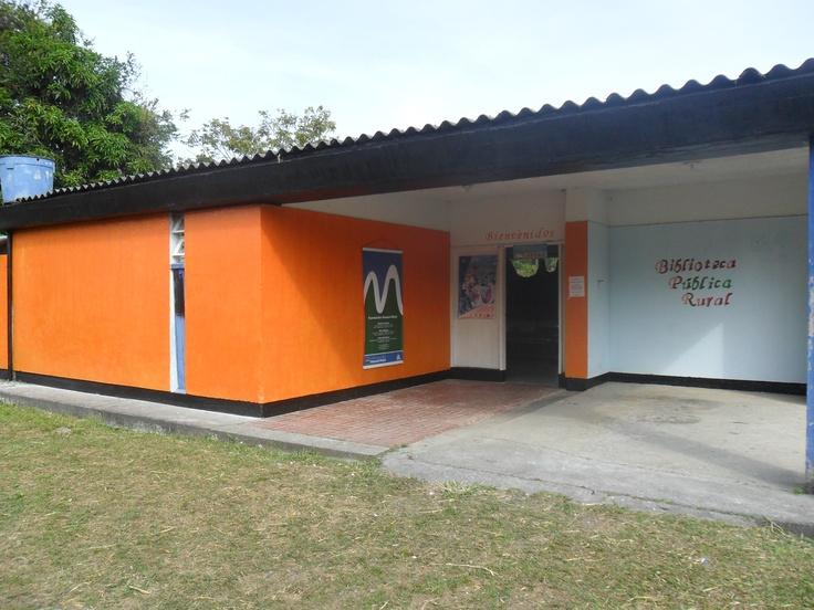 Biblioteca Pública Rural Vereda Quiebra de Naranjal. Chinchiná - Caldas. Colombia.