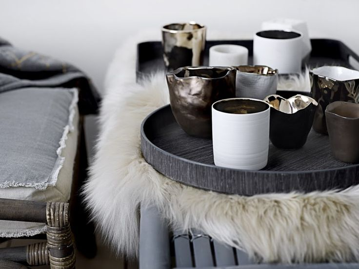 Schapenvacht en dienblad met accessoires | Sheep skin and tray with accessoires | Bloomingville
