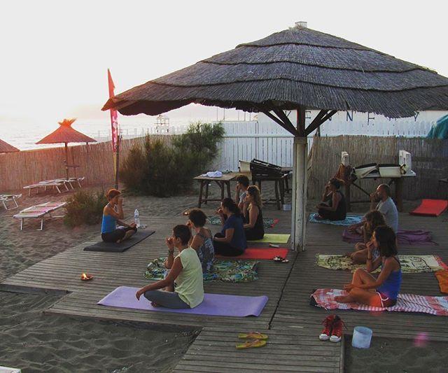 Lunedì 25 luglio, dalle 19:30 alle 21:00, serata evento con Ashtanga Vinyasa #Yoga al #DumDumRepublic!  Cos'è l'Ashtanga Vinyasa Yoga? Un metodo dinamico che unisce il respiro al movimento in un flusso continuo, asana dopo asana, respiro dopo respiro. Vi aspettiamo! :D || #paestum #yogalove #wellness #onthebeach #beach #sunset #loveyourself
