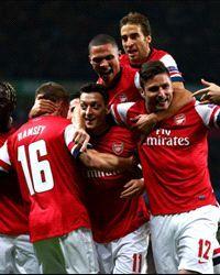 Mesut Oezil,Arsenal v SSC Napoli - UEFA Champions League