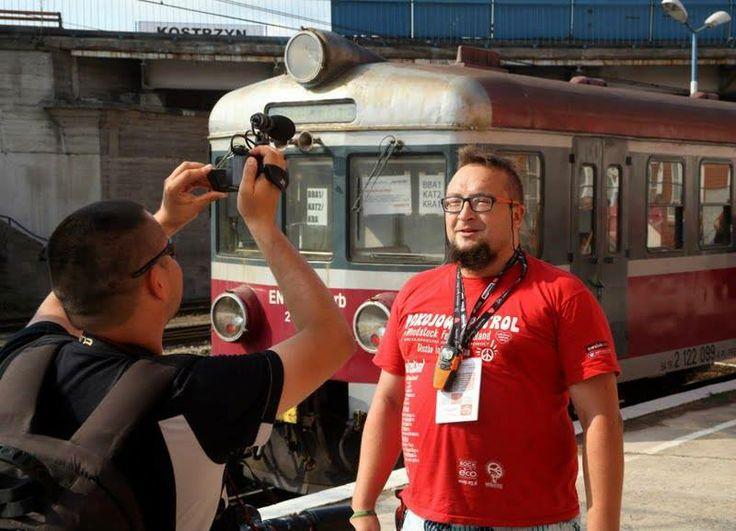 """Nasz Patrolowiec """"Emsi"""" po godzinach zajmuje się rynkiem kolejowym i swoim """"Towarzystwem Ulepszania Świata""""."""