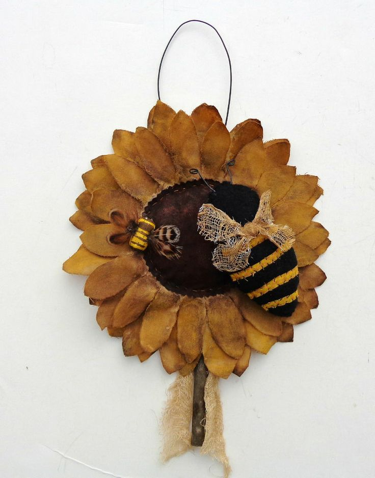 PRIMITIVE SUNFLOWER WITH BUMBLE BEE ORNIE FLOWER HANGER