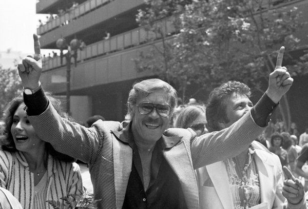 Jerry Buss, Longtime Lakers Owner, Is Dead at 80 - NYTimes.com