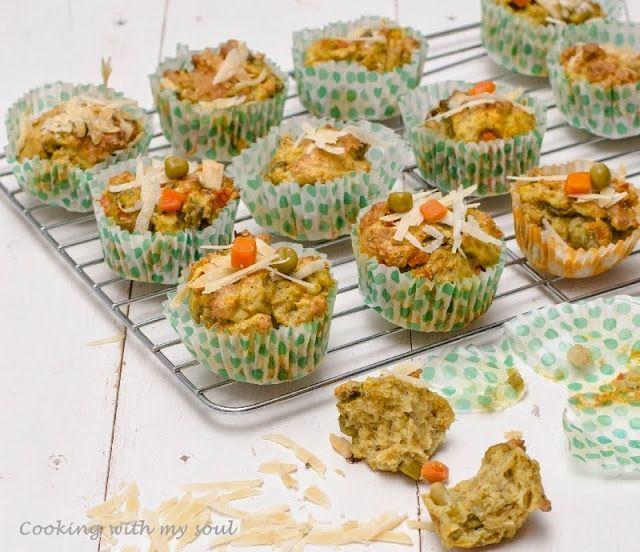 Muffins cu legume si parmezan