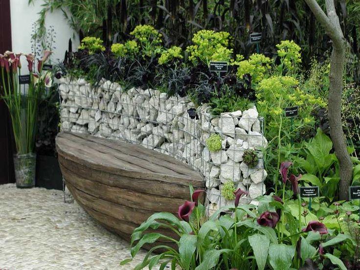 Micuţă grădină atipică. www.planthalia.ro