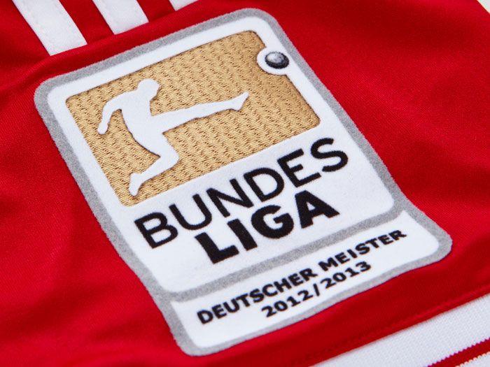 FC Bayern Bundesliga Meister 2012/13 badge.