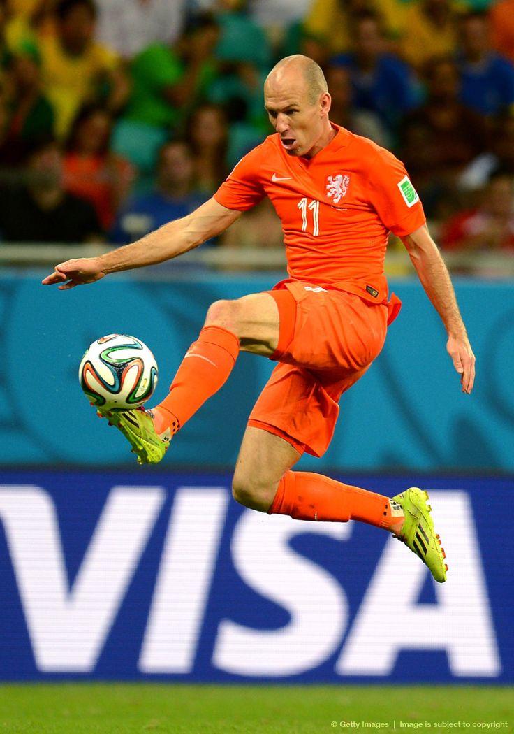 """Le dio y le dio Arjen Robben pero no pudo con Keylor Navas: «Cuartos de final, 2014 FIFA Copa Mundo Brasil, """"todos en un mismo ritmo""""» [sábado, 05 de julio de 2014]."""
