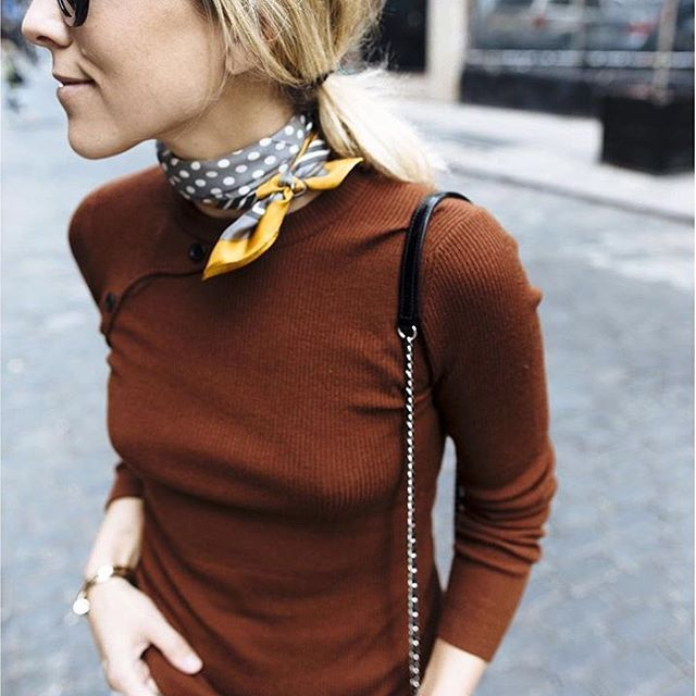Instagram media nonamulondon – Damsel In Dior spiced up her outfit with a scarf knotted around her neck. Simple and effective. #silkscarf #scarfstyle …