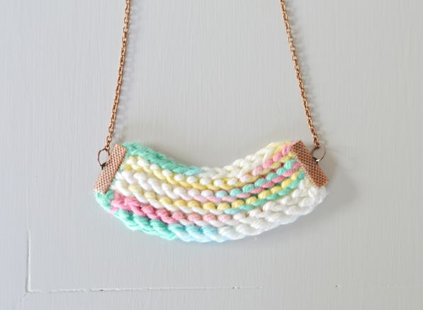 Turn your scraps of yarn into knitted accessories | free knitting pattern