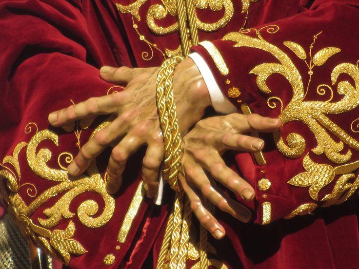 Manos llenas de vida de Ntro. Padre Jesús del Prendimiento, momentazo de esta Semana Santa de Linares 2015