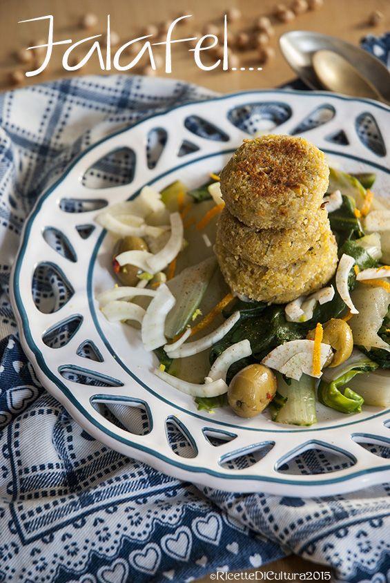 #CucinaEtnica ricetta dal Medioriente. Falafel con insalata di coste, finocchi, arance e olive. Grazie a Ricette di Cultura per la ricetta!