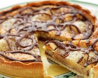 Tarte légère poires au sirop et chocolat : http://www.fourchette-et-bikini.fr/recettes/recettes-minceur/tarte-legere-poires-au-sirop-et-chocolat.html