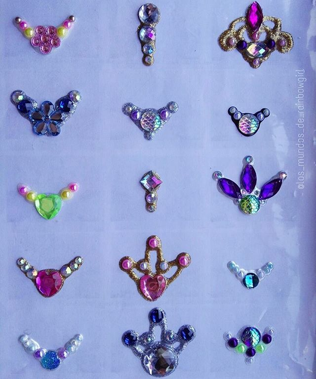 My first bling clusters for face painting!! 😄 // Mis primeras joyas para complementar el maquillaje de fantasía! 😍 #bling #gems #jewels #blingclusters #bodybling #facebling #workshop #facepainting #maquillajefantasia #joyas #maquillajeartistico #tulip #pintacaras #barcelona #ripollet