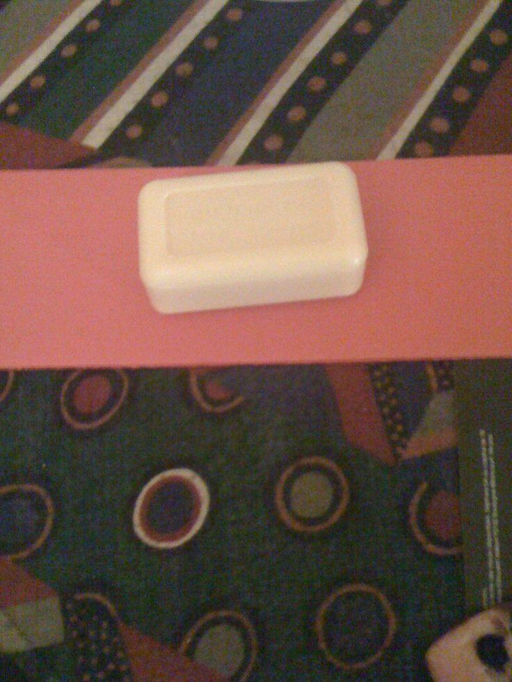 J'ai acheté un savon à 2 € à la maison du miel au 24 rue Vignon 75009 Paris : il sent bon & est doux sur la peau.