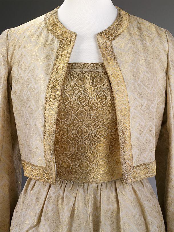 Cocktail dress of sari fabric (detail), Simonetta, about 1950 Glamour Of Italian Fashion, Victoria & Albert Museum, London www.fashion-marketer.com #v&amuseum #museum #london #2014 #fashion #exhibition #italianfashion #italie #fashionmarketer