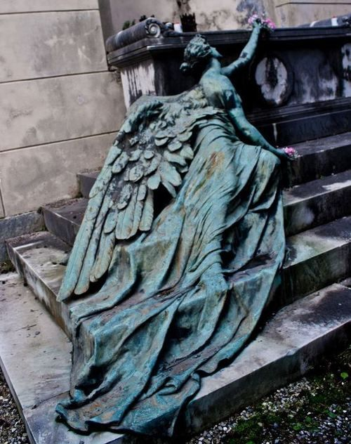 Winged feminine figure  Bronze by sculptor Adolfo Apolloni 1904.   Calcagno family burial monument at the Staglieno Cemetery, Genoa - Italy.: Monuments, Cemetery Angel, Beautiful, Weeping Angel, Adolfo Apolloni, Weepingangel, Angel Art, Blue Angel, Angel Statues