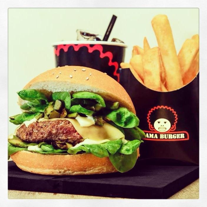 Special burger . Pane al sesamo,hamburger di manzo,asparagi grigliati, asparagi saltati, maionese allo zenzero, fontina