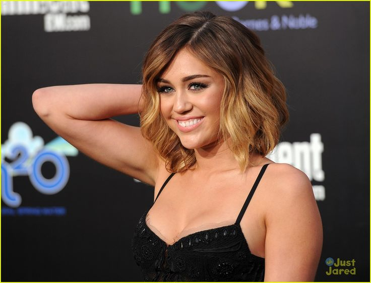 really liking Miley's ombre long bob look...